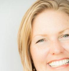 Laurie Headshot